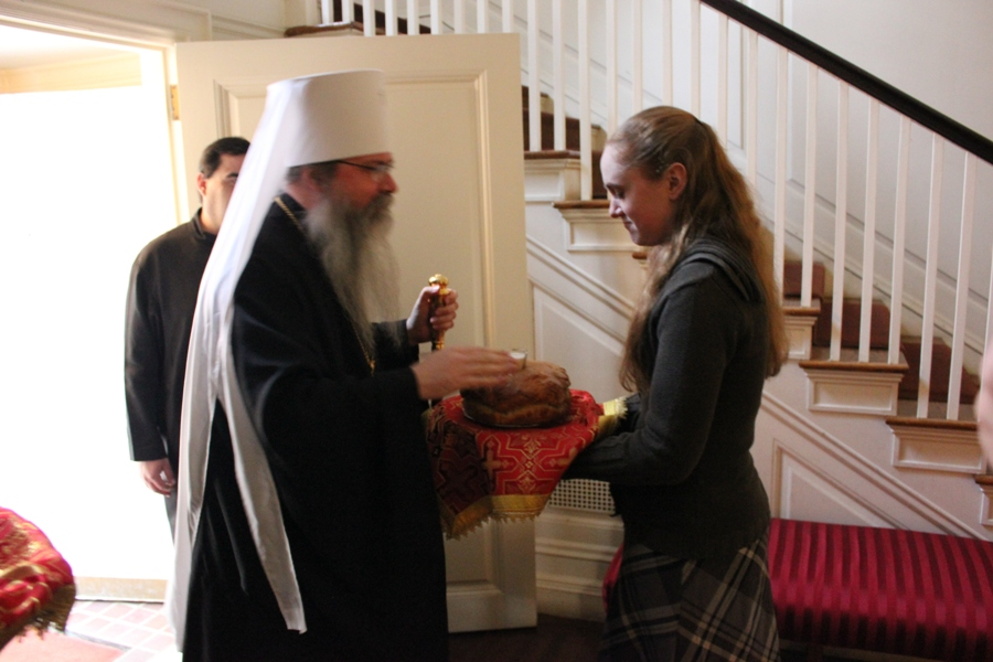 Met Tikhon receives bread