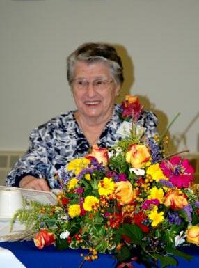 Ann Holod Zinzel being honored by St. Vladimir's Seminary's Alumni Association in 2007 (photo: SVOTS archives)